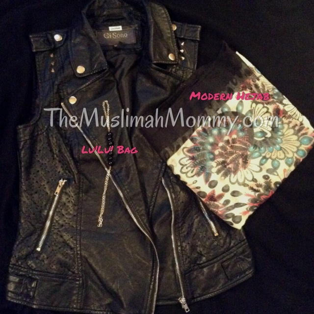 With a printed hijab and handchain. Hijab- Modern Hejab Handchain- Lu'Lu' Bag